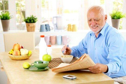 Для того чтобы сильно не растягивать ткани желудка, нужно питаться почаще, но небольшими порциями