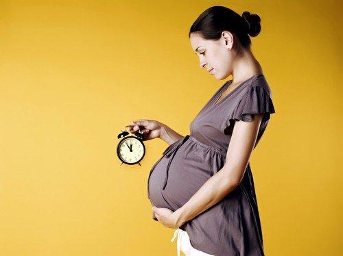 За два-три дня до родов живот тянет вниз
