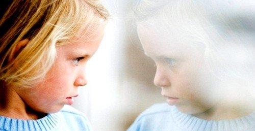 Первые признаки заболевания могут проявиться в трехлетнем возрасте