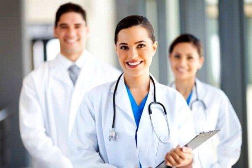 Если узелок в груди плотный или имеются другие сомнительные особенности, врач может дать направление на биопсию, УЗИ или маммографию