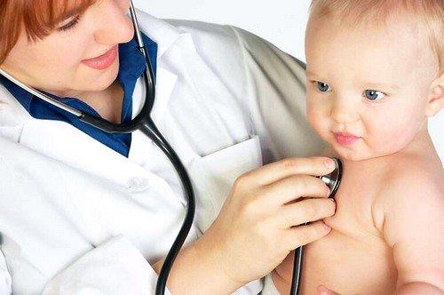 После анализов на наличие или отсутствие кровотечения педиатр ставит диагноз и назначает лечение