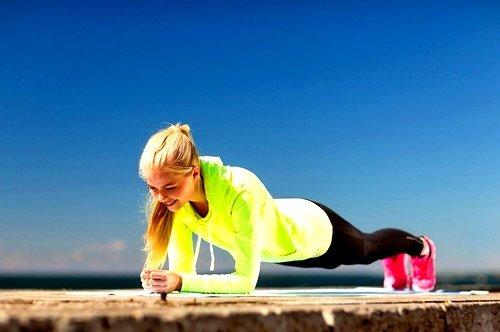 Спортивные упражнения могут гарантировано убрать лишние отложения и сделать ногу красивой
