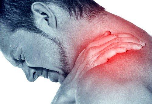 защемление затылочного нерва может быть последствием мышечного перенапряжения из-за усталости или длительной сидячей работы