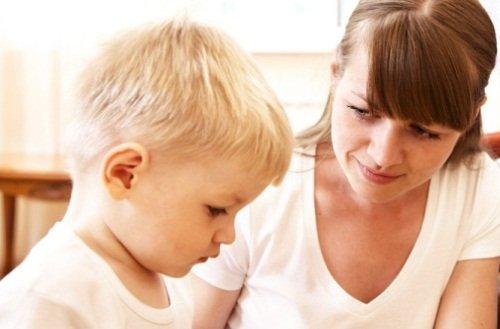 Забота, внимание и правильное воспитание ребенка снизит риск развития энуреза у детей