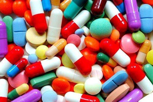 Медикаментозное лечение запоров, в основном, заключается в назначении различных слабительных и противовоспалительных средств