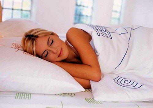 Сон на высокой подушке – то, что активизирует сильные боли в области шеи и позвоночника
