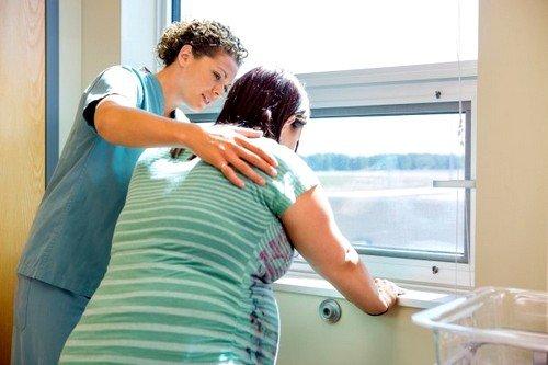 С момента вхождения процесса родоразрешения в заключительную стадию необходимо четко выполнять инструкции акушера