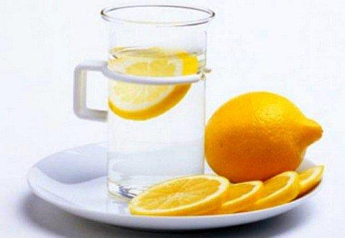 лимонный сок – идеальное средство для устранения тошноты