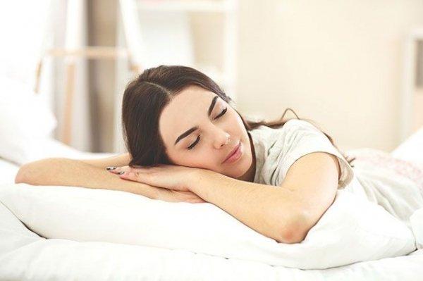 необходим здоровый сон (не менее 8-ми часов)