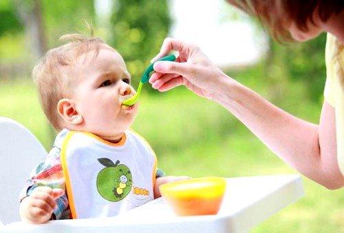 Здоровый новорожденный ребенок опорожняет свой кишечник до 5 раз в день