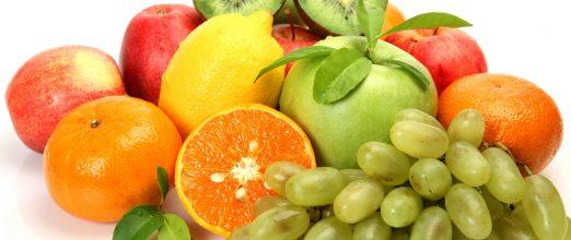 Диетологи рекомендуют в качестве профилактики употреблять больше цитрусовых, красных яблок, чая и винограда