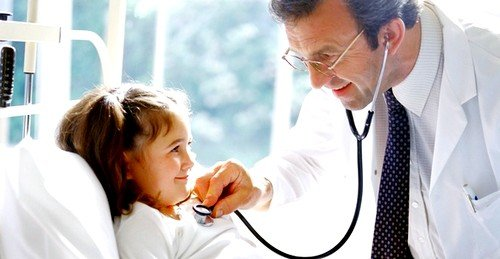 Лечение энтеровирусной инфекции у детей при серозном менингите предусматривает медикаментозную терапию в условиях лечебного стационара