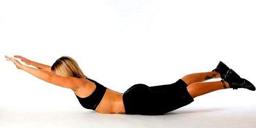Самым эффективным укрепляющим спинные мышцы упражнением является упражнение «супермен»