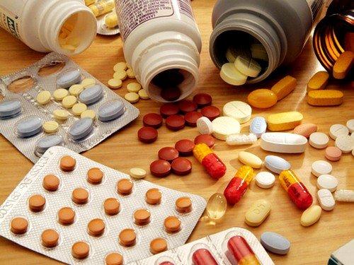 Если киста не слишком большая, доктор может назначить пациентке прием гомеопатических средств, препаратов фитотерапии и различные травяные сборы