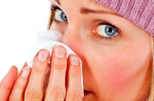 Для профилактики ОРВИ мазью смазывают слизистые ткани носовой полости перед каждым выходом на улицу