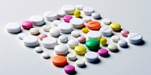 Перед устранением фистулы прямой кишки врач назначает терапию антибиотиками