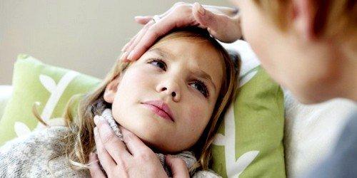Отек гортани у ребенка может быть вызван инородным предметом, попавшим в горло, что приводит к асфиксии