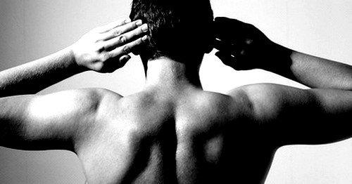 В редких случаях пульсирующая боль возникает при расслоении аорты