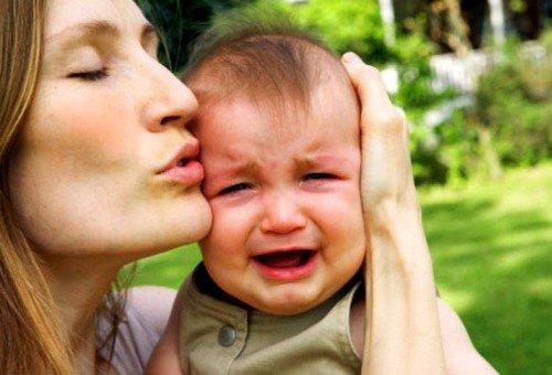 Раздражительность и плаксивость ребёнка может быть причиной кисты головного мозга у ребенка