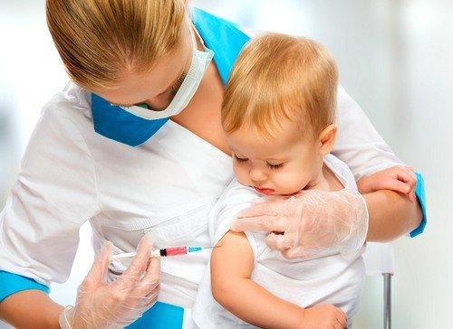 если образование не увеличивается в размерах и не меняется как-то внешне, то прививки делать можно