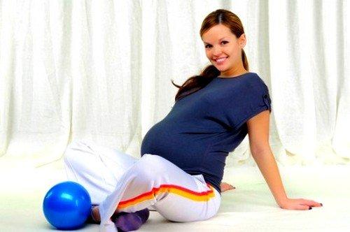 Во 2 триместре беременности разрешается выполнять повороты корпусом