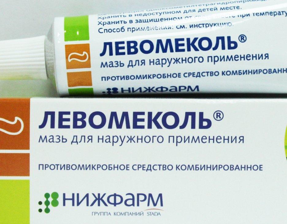 Для лечения гнойных ран есть мазь Левомеколь, имеющая в составе левомицетин и метилурацил, ускоряющий регенерацию тканей