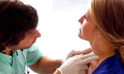 При несвоевременном лечении у больного воспаляются лимфоузлы