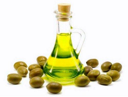 Многие опытные женщины советуют протирать живот и другие места с растяжками нерафинированным оливковым маслом