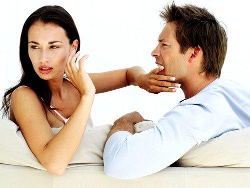 Состояние эйфории либо безудержный смех могут быстро сменяться слезами