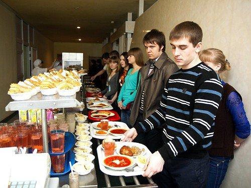 Чаще всего, заражение происходит в общественных местах питания, детских садах, школах и даже дорогих ресторанах