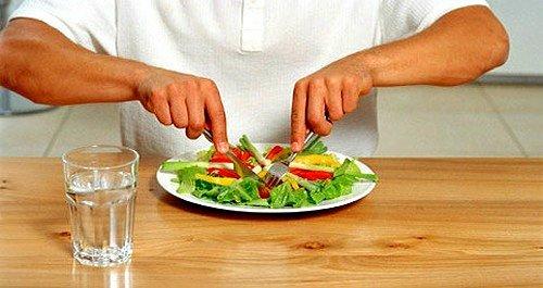 необходимо обратить внимание на дробное питание, когда прием еды небольшими порциями, но не менее 6 раз
