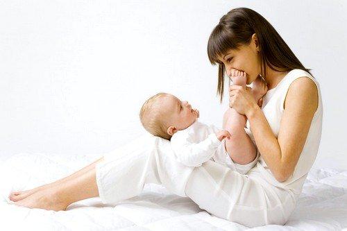 Многие молодые мамы отмечают тот факт, что после появления ребенка на свет, менструация проходит не так болезненно, как раньше