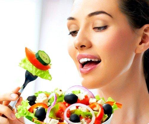 Недостаток некоторых питательных веществ и минералов часто приводит ко многим кожным заболеваниям, и перхоть является одним из них
