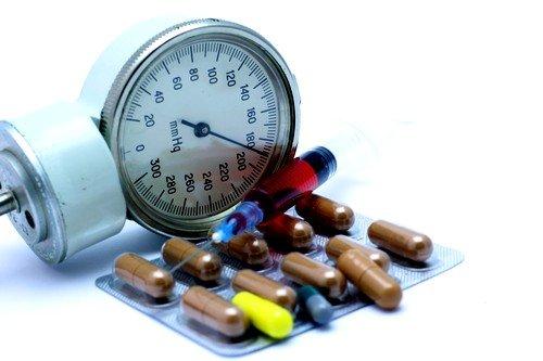 Длительный прием сильнодействующих препаратов может способствовать гипотонии