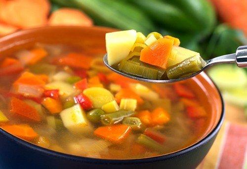 В рацион больного необходимо вводить овощные супы