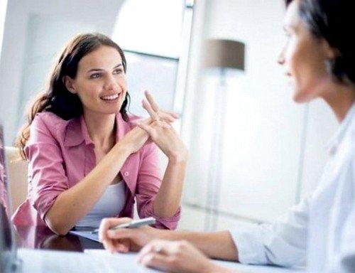 Большинство случаев, при которых у женщины болит поясничный отдел, требуют специфического лечения
