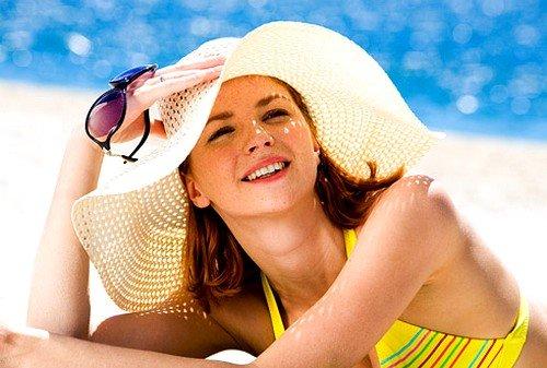 Во время пребывания на солнце, нужно защищать голову кепкой, шляпой, находиться под зонтом