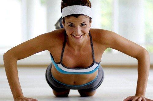 Упражнения придают груди определенный тонус, она подтягивается и становится немного больше