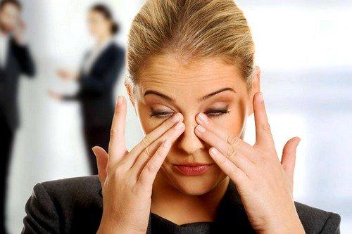 Жжение возникает из-за дисфункции слезной пленки