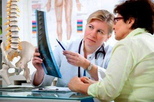 Первичный остеопороз развивается в период наступления менопаузы у женщин
