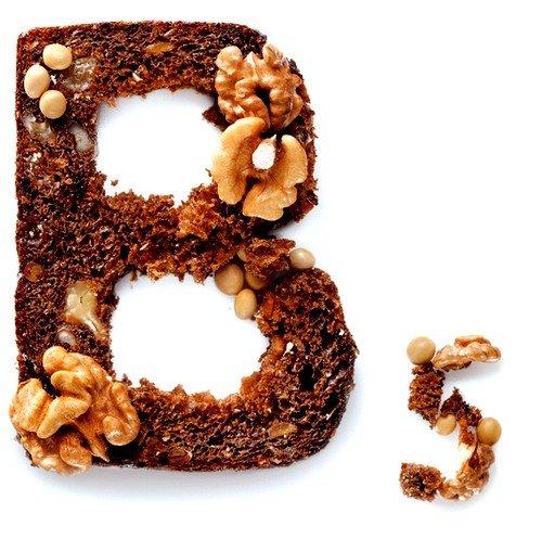 Недостаток витамина B5 сопровождается появлением мешков под глазами