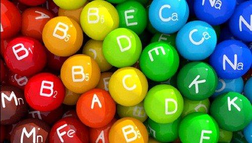 Недостаток витаминов группы В, А и Е может быть причиной слезотечения