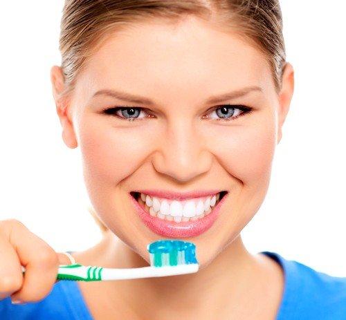 При чистке зубов, старайтесь проникнуть во все участки, особенно прочищайте основание зуба