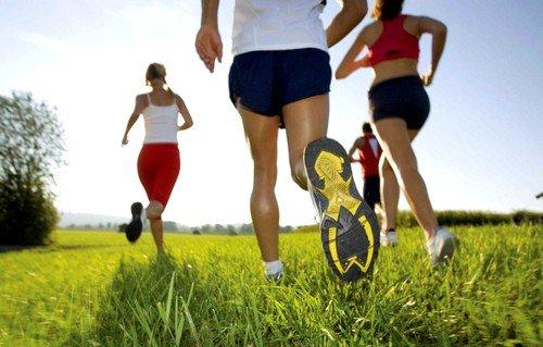 Физическая активность с большой нагрузкой может способствовать повышению гормона на короткое время