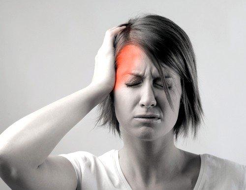Головная боль часто возникает у пациентов, употребляющих для лечения зверобой