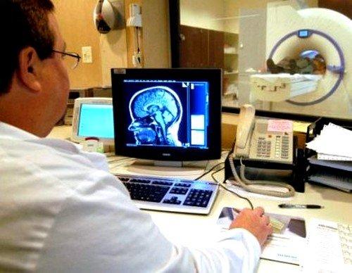По сравнению с другими диагностическими методами, магнитно-резонансная томография дает возможность поставить пациенту правильный диагноз на ранней стадии развития недуга
