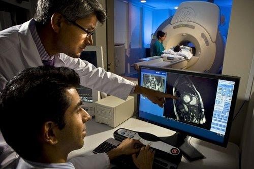 При проведении магнитно-резонансной томографии (МРТ), можно определиться с методом лечения