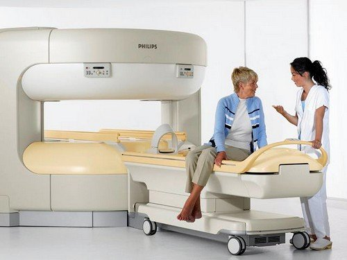 диагностика проводится в специально обустроенной комнате-кабинете, оборудованной аппаратом для исследования