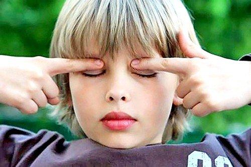 У школьников нагрузка на глаза увеличивается очень сильно