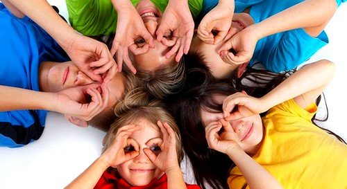 Если ребенок посещает дошкольное учреждение, то гимнастику для глаз в детском саду проводят периодически для профилактики проблем со зрением